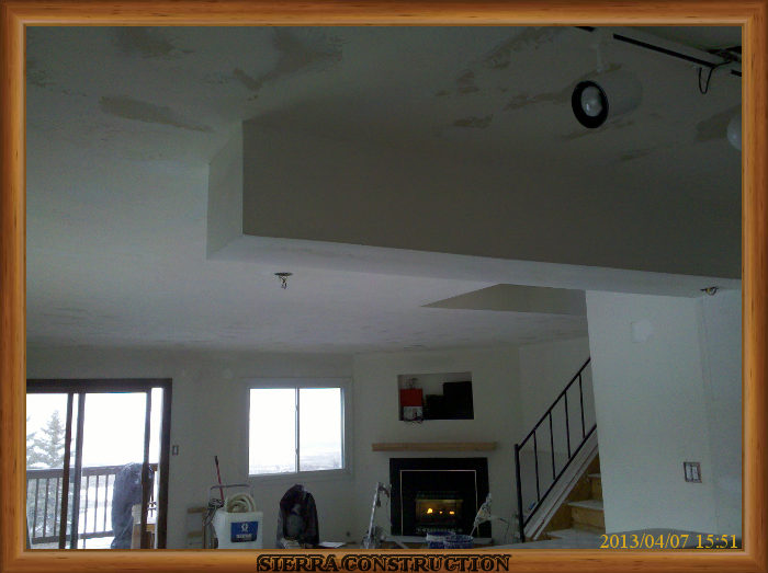 A picture in the right showing the ceiling after its been textured using a skip trowel drywall texture ready to paint.